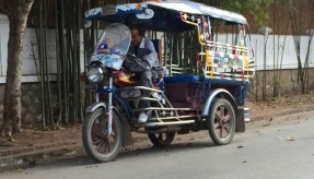 What Uber means in Laos, welcome to tuk tuks!