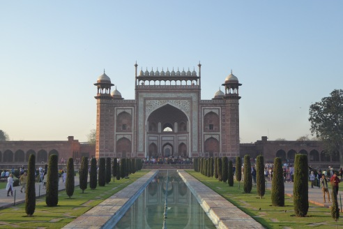 The fountain leading to the Taj Mahal
