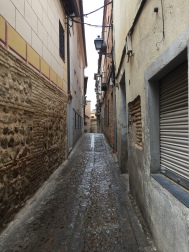 Small walkways with a lot of tiny alleyways