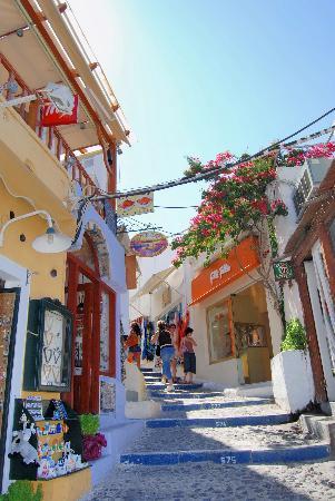 narrow-streets-fira.jpg
